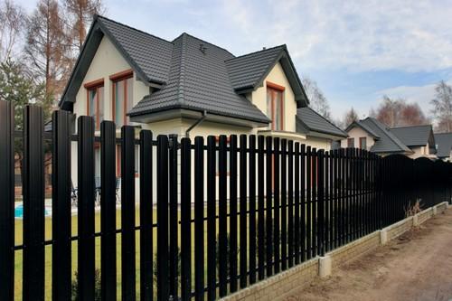 Сколько метров от забора можно строить дом