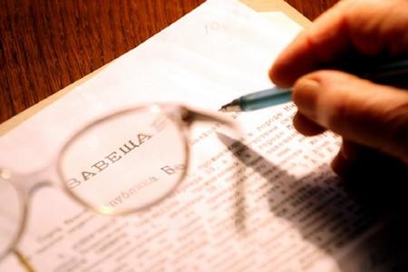 Срок вступления в наследство по завещанию составляет 6 месяцев с момента оглашения документа