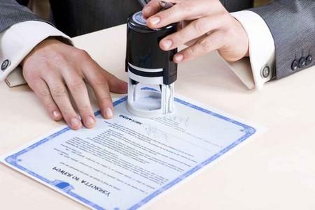 Завещание составляется в письменной форме и в обязательном порядке заверяется нотариально
